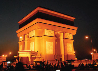 Monumen Arc De Triomphe Paris Kembarannya Kediri Lho Djava Simpang