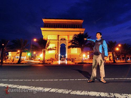 Monumen Simpang Lima Gumul Ikon Unik Kabupaten Kediri Teamtouring Annosmile