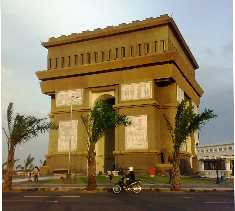 Monumen Simpang Lima Gumul Jalankemanagitu Namanya Disingkat Mslg Mirip Kab