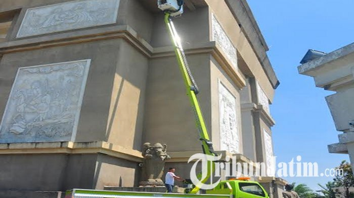 Monumen Simpang Lima Gumul Kediri Dibersihkan Tapi Kab