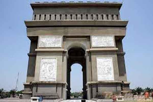 Monumen Simpang Lima Gumul Replika Arch De Triomphe Perancis Kab