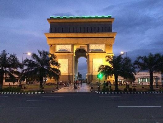 Tempat Wisata Menarik Kediri Simpang Lima Gumul Kab