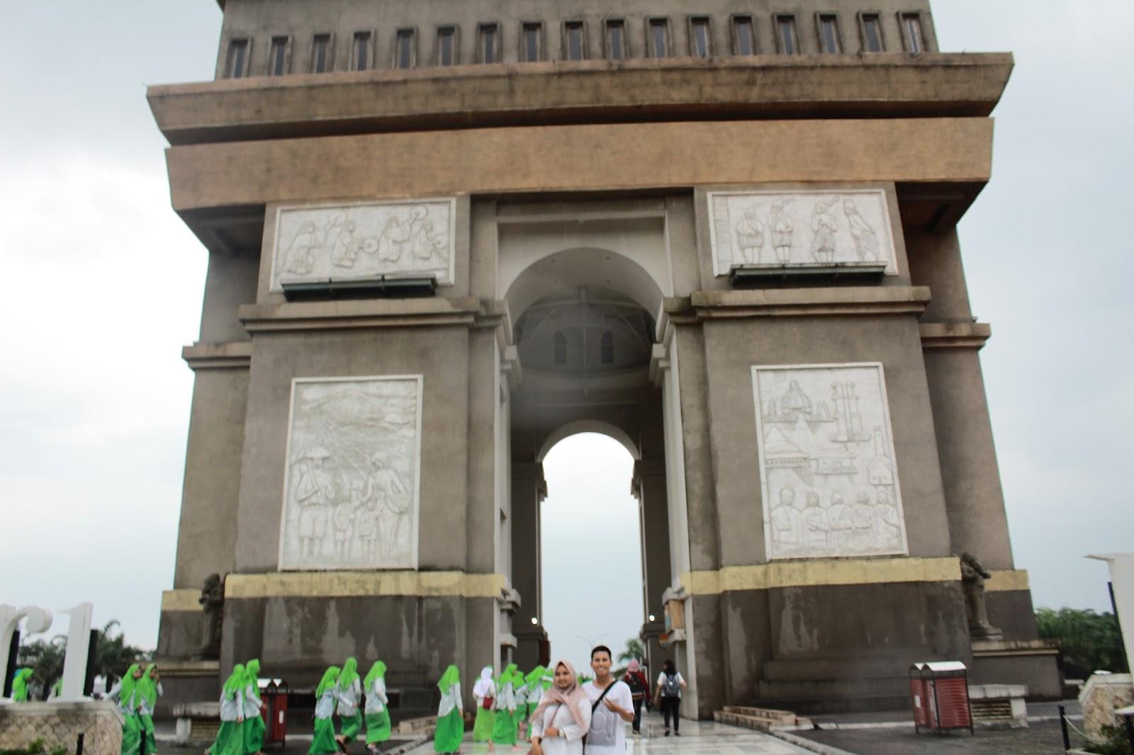 Travelling East Java Simpang Lima Gumul Kab Kediri Monumen Didirikan
