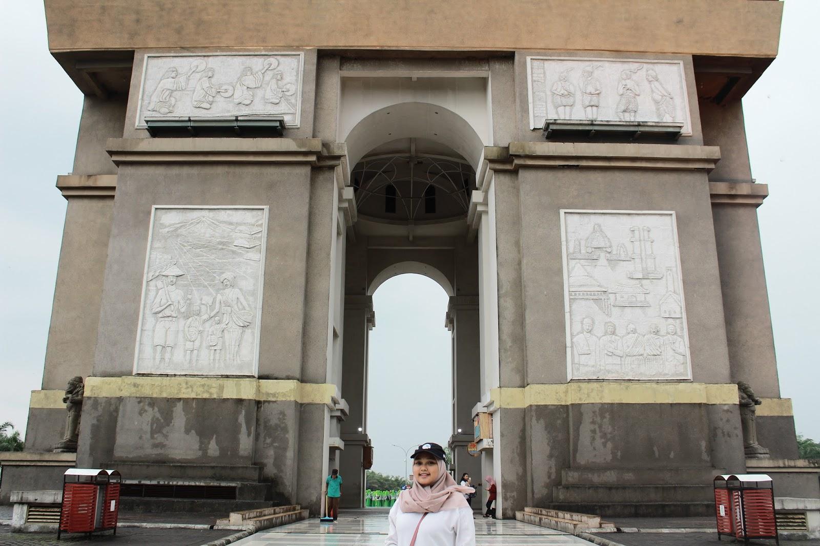 Trevelling East Java Monumen Simpang Lima Gumul Kab Kediri Haii