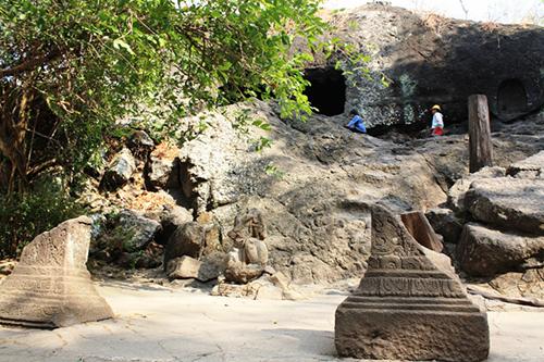 17 Destinasi Wisata Kediri Sebagai Tempat Berlibur Keluarga Gua Selomangleng