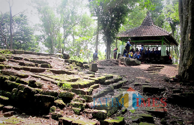Menelusuri Petilasan Pertapaan Dewi Kilisuci Gunung Pegat Blitar Foto Rifai