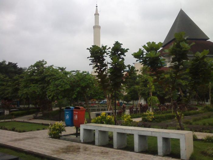 Taman Kilisuci Asri Oleh Romy Sujatmiko Kompasiana 1392108002488841370 Dewi Dahanapura