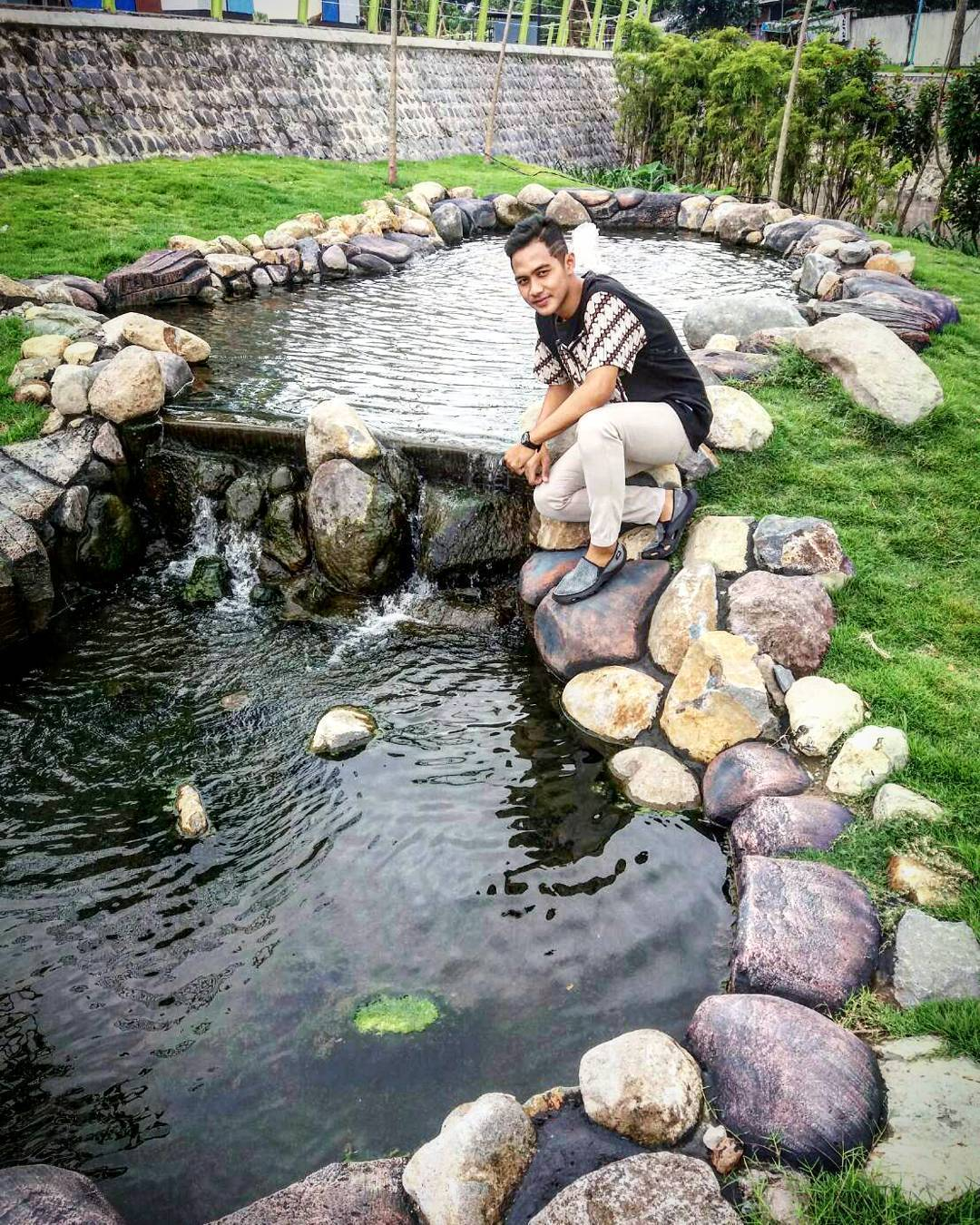 5 Wisata Kediri Buruan Main Traveling Yuk Kolam Ikan Taman