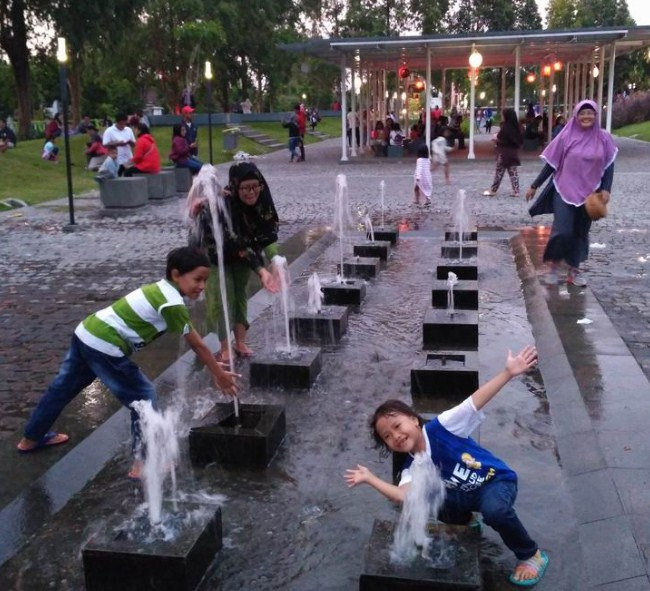 Ribuan Pengunjung Padati Kawasan Wisata Keluarga Taman Hijau Slg Anak