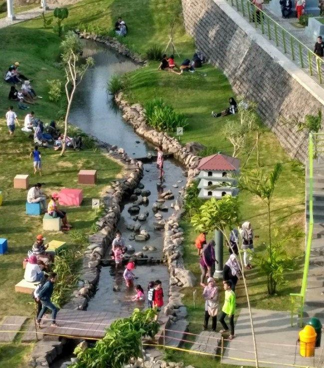 Ribuan Pengunjung Padati Kawasan Wisata Keluarga Taman Hijau Slg Suasana