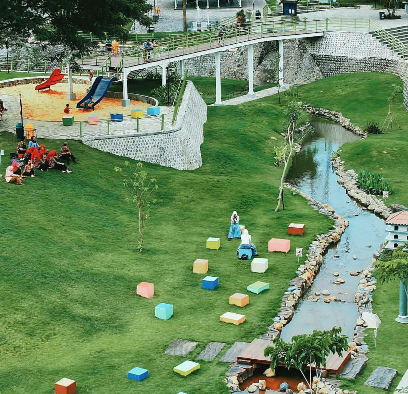 Taman Hijau Slg Wisata Kediri Air Mancur Rest Area Gardu