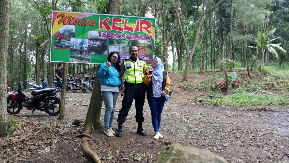 Aiptu Prastowo Dialogi Pengunjung Wisata Kampung Kelir Maspolin Taman Kab