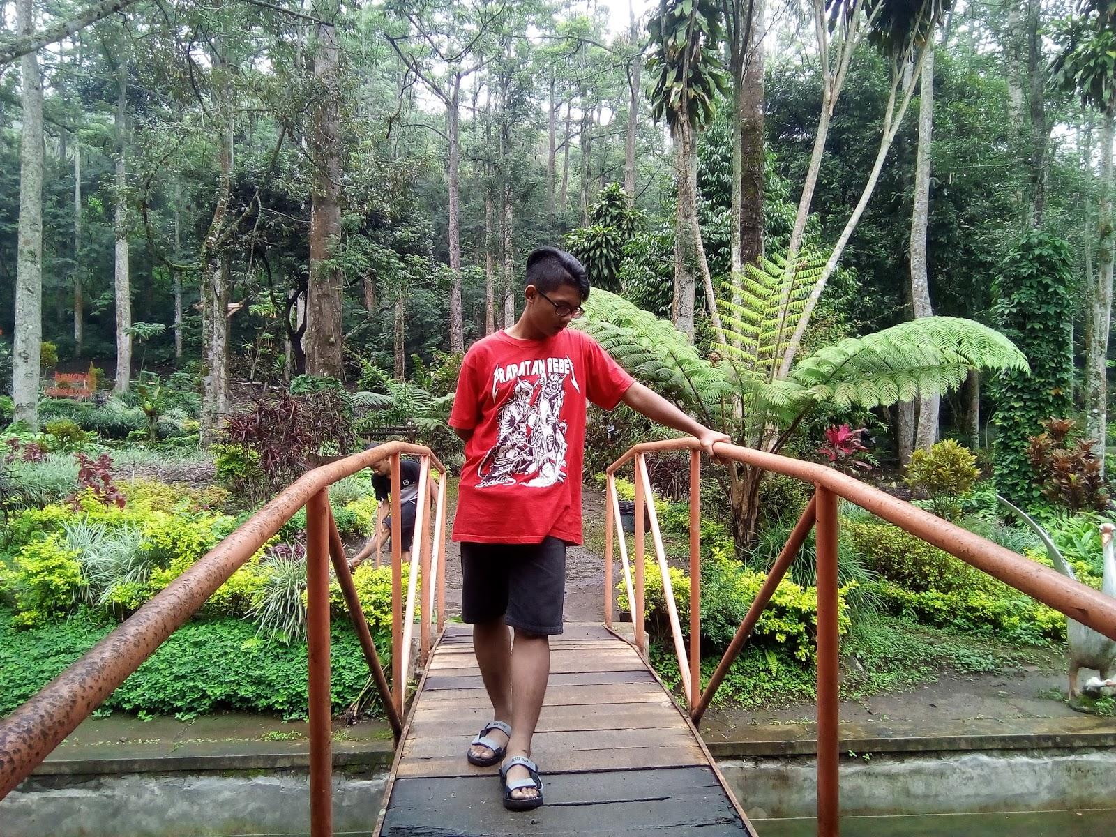 Traveling Wisata Kampung Kelir Iya Taman Menyediakan Warung Makan Disana