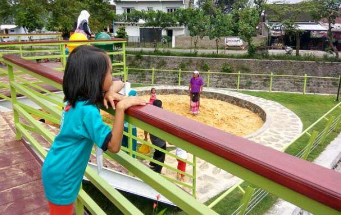 Semakin Nyaman Simpang Lima Gumul Hadirnya Taman Hijau Slg Sekartaji