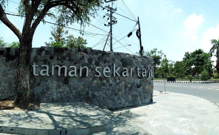 Taman Sekartaji Lokasi Favorit Warga Kediri Traveler Bersantai Viva Hotel