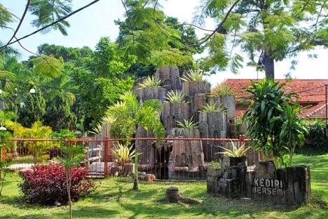 Tempat Nongkrong Kediri Asik Populer Taman Sekartaji Siang Hari Kab