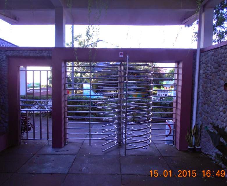 Berenang Taman Tirtoyoso Kediri Blog Berita Pariwisata Bawah Gambar Pintu