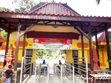 Kompleks Pemandian Pagora Kota Kediri Taman Wisata Tirtoyoso Park Kab