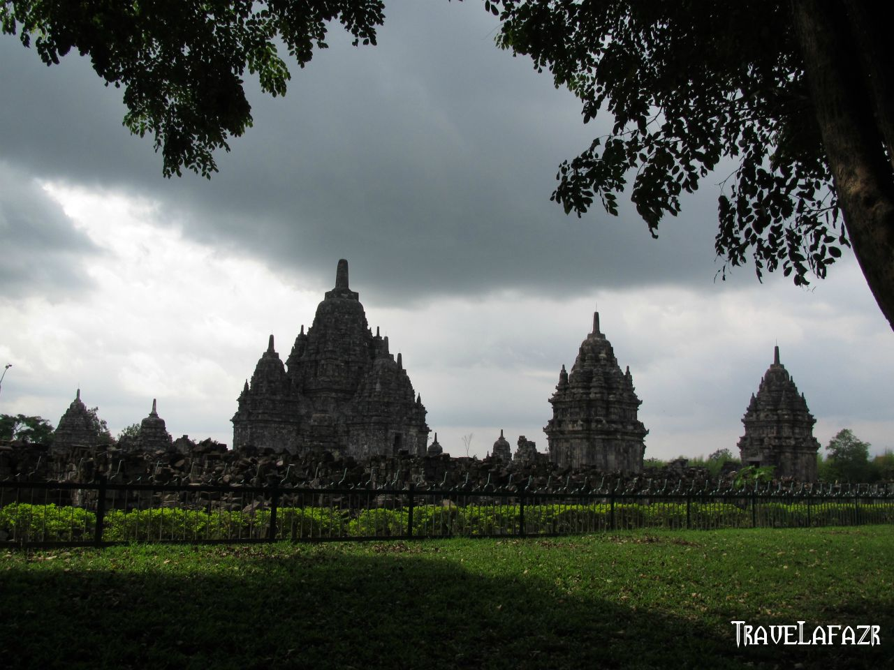Candi Sewu Peninggalan Kebudayaan Buddha Gana Kab Klaten