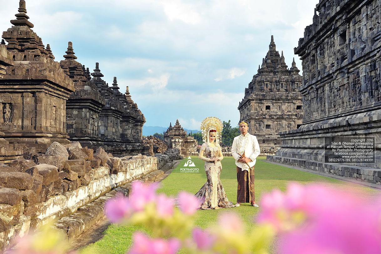 17 Foto Prewedding Outdoor Silvi Dhanan Konsep Jawa Minang Candi