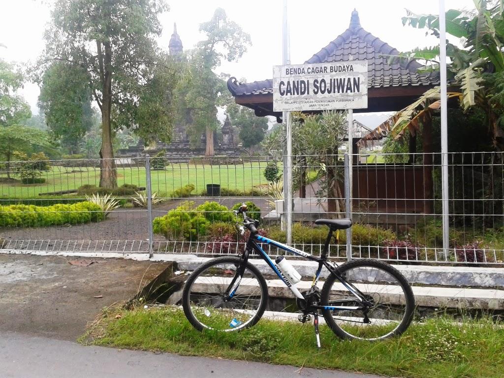 Bersepeda Menuju Candi Sojiwan Klaten Nasirullah Sitam Sepeda Didepan Kab