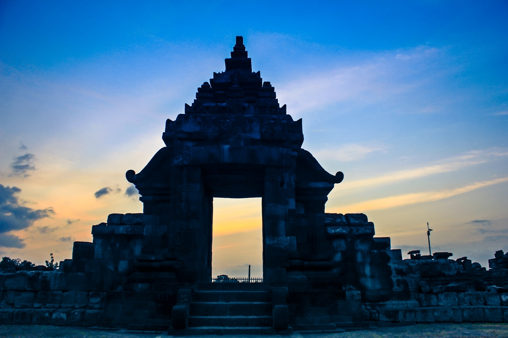 Sunset Candi Plaosan 3 Yoga Krissawindaru Flickr Sojiwan Kab Klaten