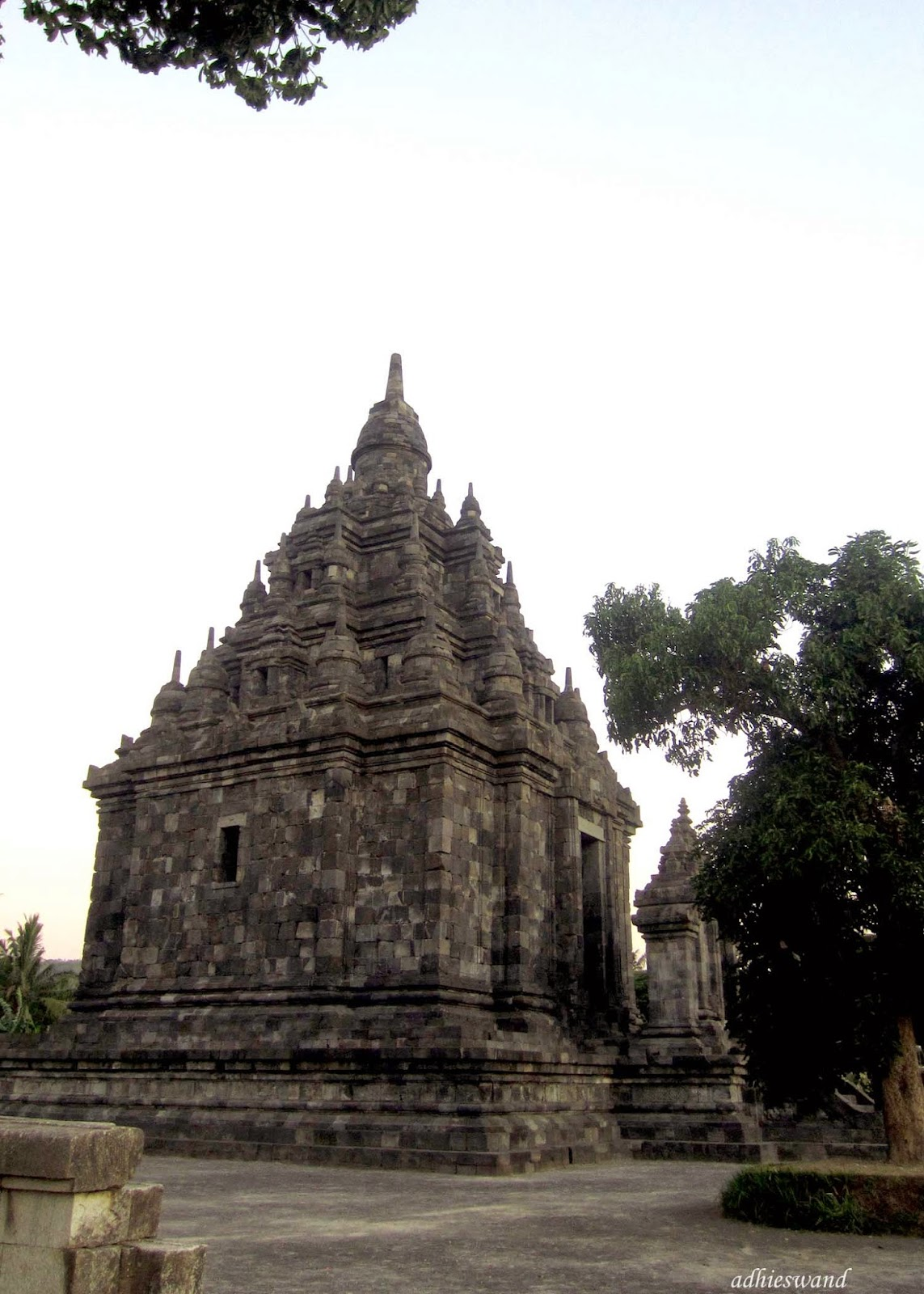Swand Blog Happiness Real Shared Candi Sojiwan Monumen Jaman Dinasti