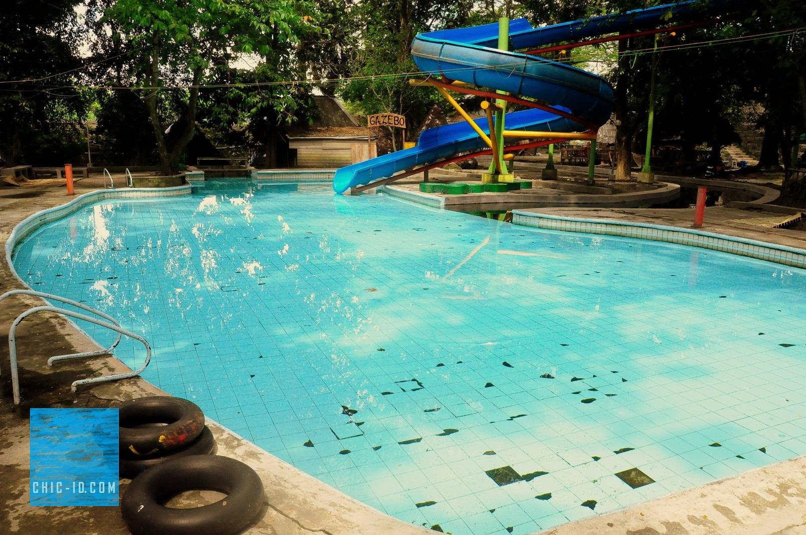 Dedi Obyek Wisata Mata Air Cokro Tulung Water Boom Kawasan