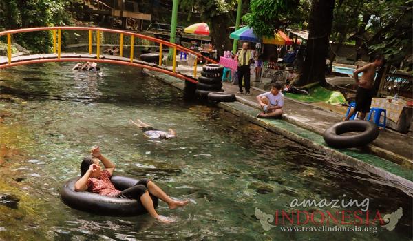 Segarnya Bermain Air Taman Wisata Umbul Cokro Tulung Klaten Jawa
