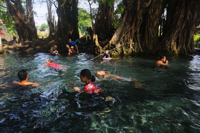 Wisata Umbul Manten Klaten Antara Foto Sejumlah Pengunjung Berenang Sidowayah