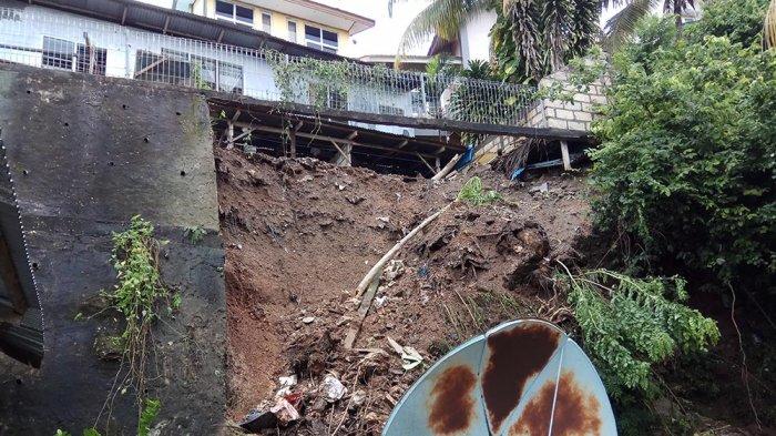 Halaman Belakang Rumah Martinus Balle Longsor Pos Kupang Hermina Pello