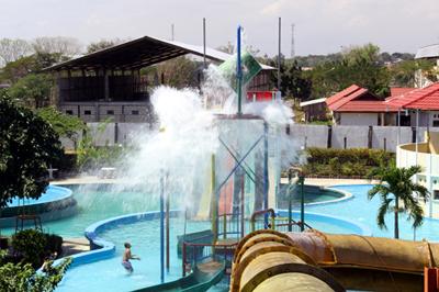 Plt Wali Kota Kupang Resmikan Waterpark Metronews Kpg Ukuran Kecil