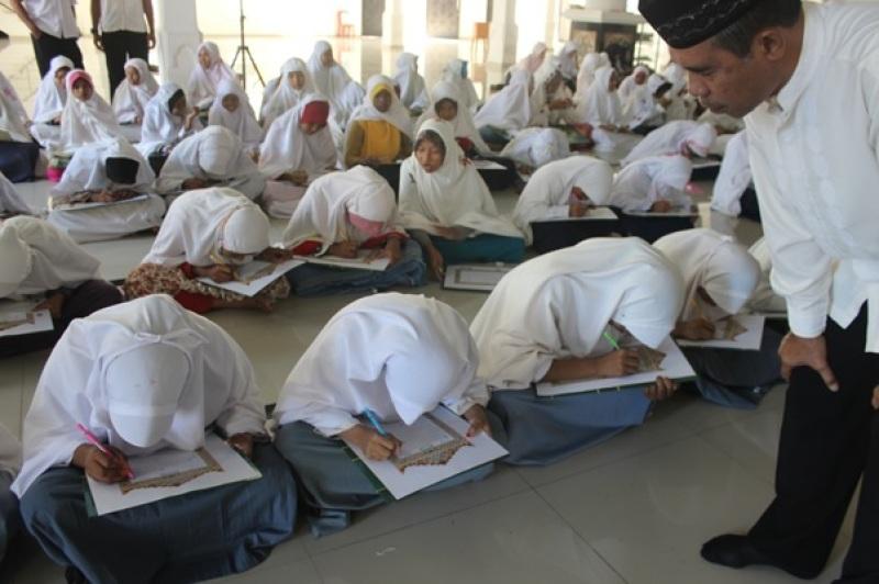 Kasi Pendis Dampingi Santri Penulisan Mushaf Al Qur Foto Masjid