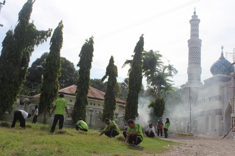 Pegawai Kanwil Kepung Masjid Raya Nurussa Adah Nurussaadah Kab Kupang