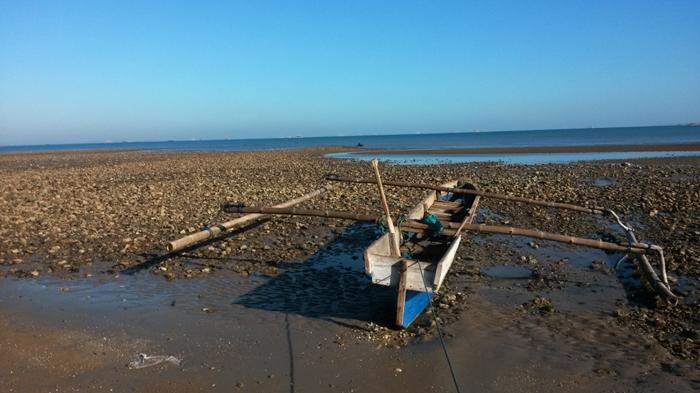 Air Surut Bongkahan Akik Koral Terhampar Pantai Manikin Kupang Batu