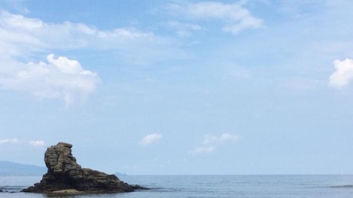Batu Nona Minahasa Dipercaya Tempat Dewi Laut Cantik Pantai Kupang