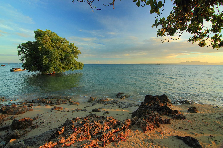 Indonesia Sungguh Indah Mengejar Matahari Kupang Pasir Keputihan Dibalut Karang