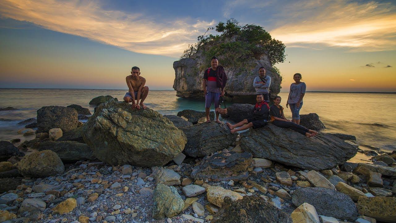 Mengejar Matahari Adventure Batu Burung Beach Desa Oebali Kabupaten Kupang