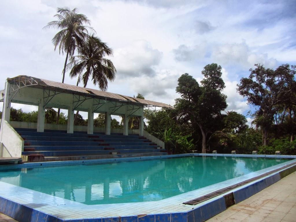 World Kolam Renang Kupang Desa Baumata Kecamatan Tengah Kabupaten Pantai