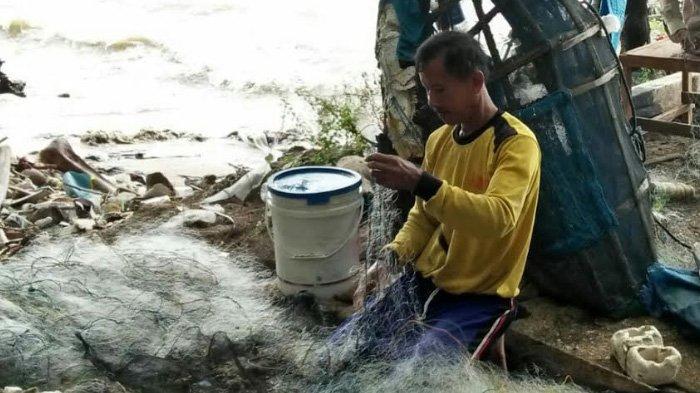 Aktivitas Dilakukan Nelayan Tuban Tak Melaut Gelombang Tinggi Pantai Kelapa