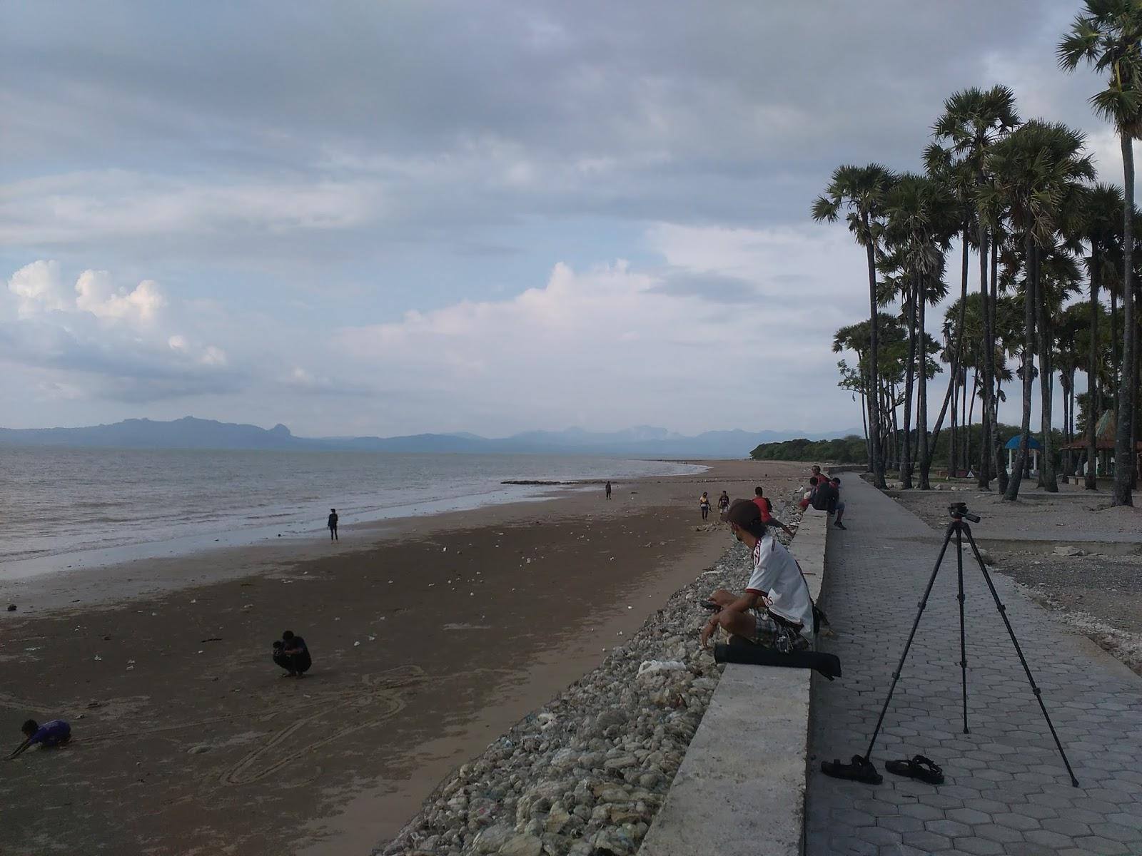 Pantai Manikin Lasiana Batu Nona Setiawan Mangando Sebagian Fasilitas Lainnya
