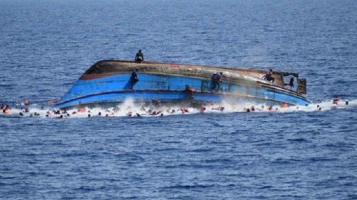 Kapal Kayu Tujuan Papela Rote Tenggelam Pantai Ketapang Satu Kab