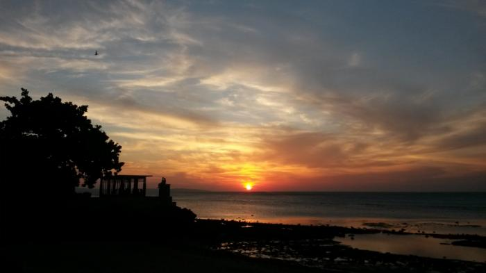 Nikmati Sunset Nyatakan Cinta Pasangan Pantai Ketapang Satu Kab Kupang