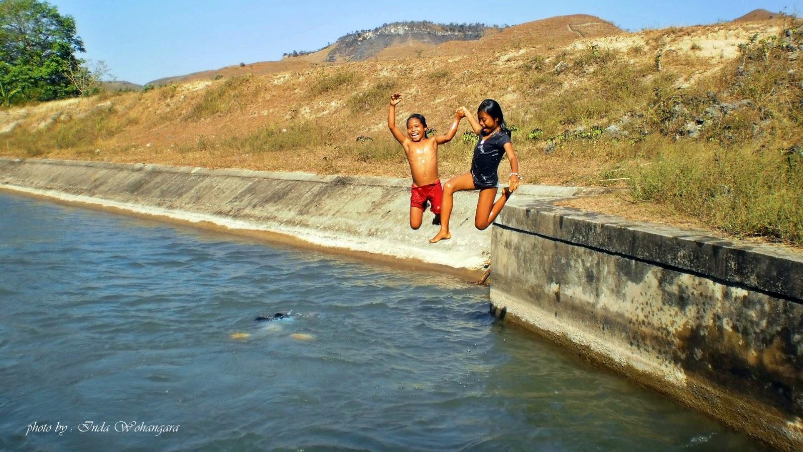 Inda Tapaleuk Kambaniru Kids Jumpin Pantai Koepan Kab Kupang