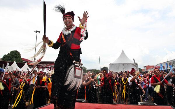 Peserta Sail Indonesia Terpesona Keindahan Budaya Ntt Rayapos Pantai Koepan