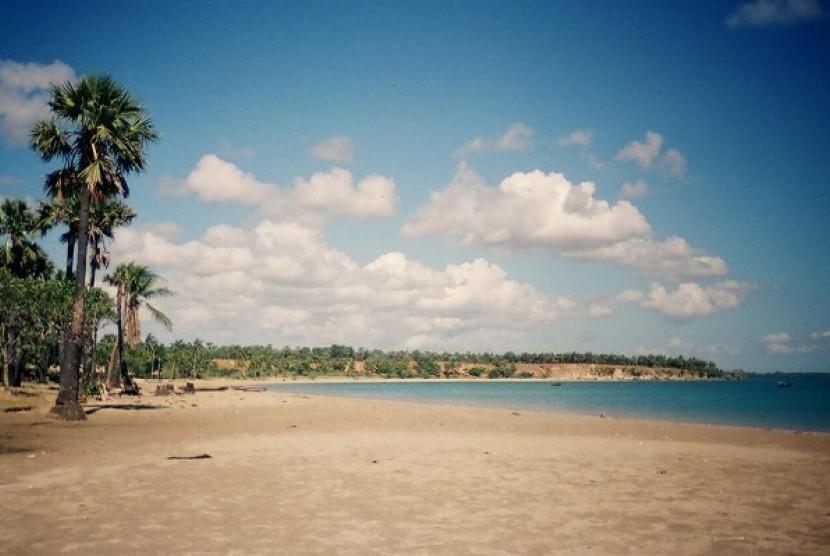 Sejenak Melenggang Kupang Republika Online Pantai Lasiana Kab
