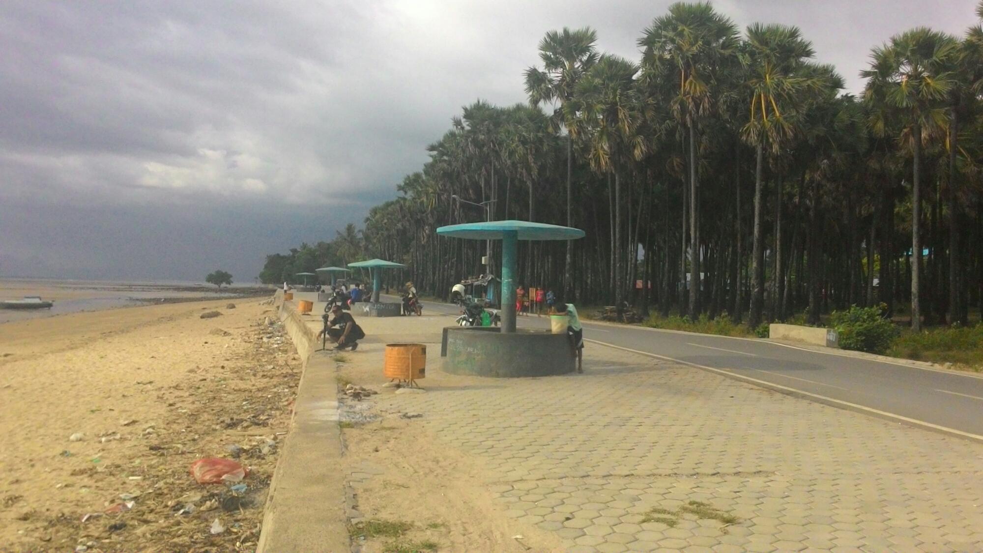 Dua Pantai Tetangga Duc Altum Nunsui Pinggir Jalan Kab Kupang