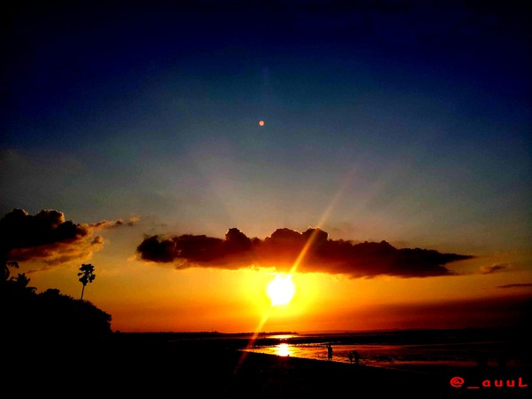 Inilah Nona Cantik Kupang Sunset Pantai Batu Nunsui Kab