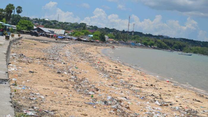 Kawasan Pantai Nunsui Dipenuhi Sampah Pos Kupang Dion Kota Kab