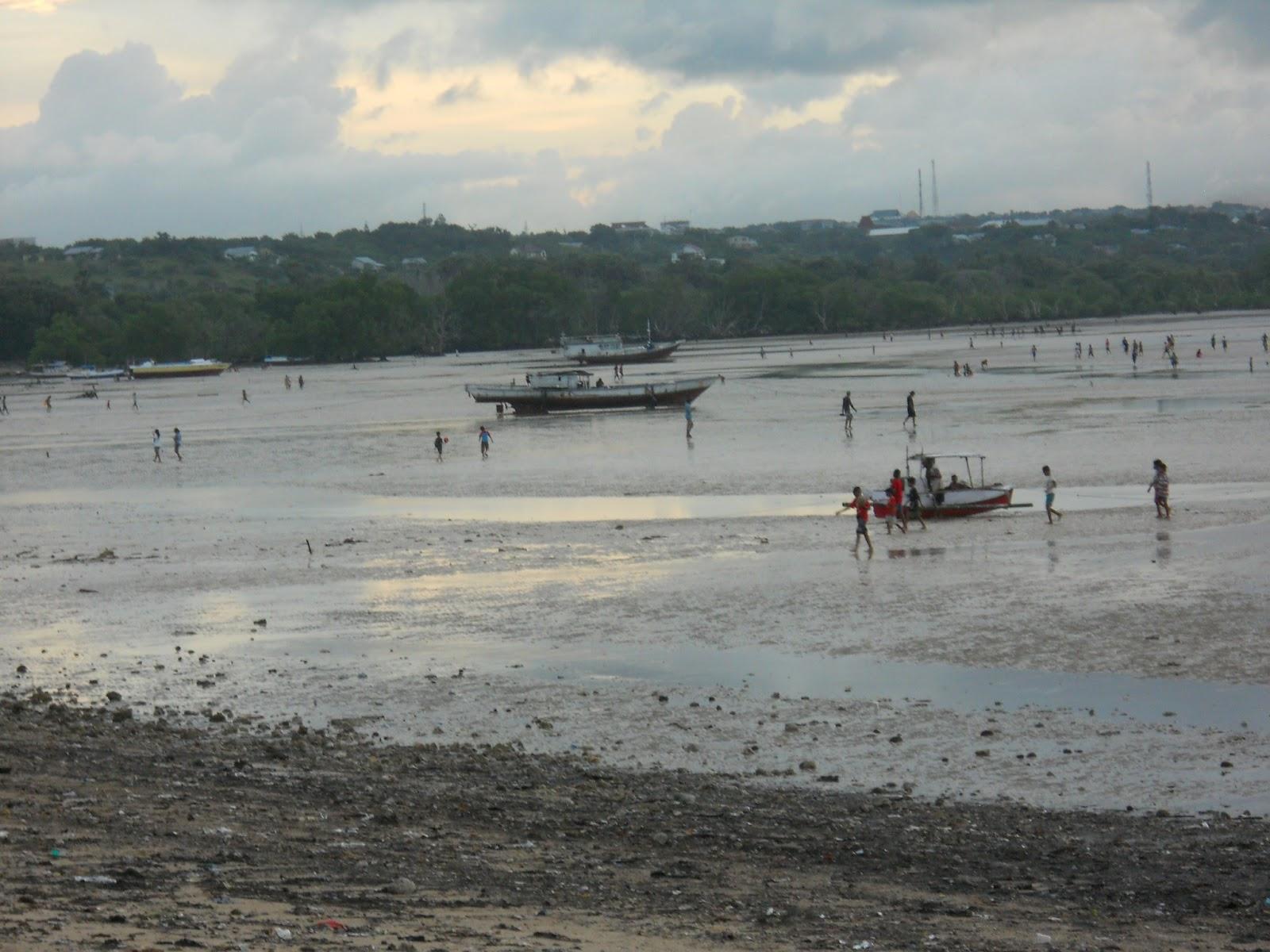 Radio Dmws 103 5 Fm Kupang Menanti Mentari Terbenam Pantai